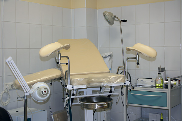 девушка на кресле гинекологическом фото