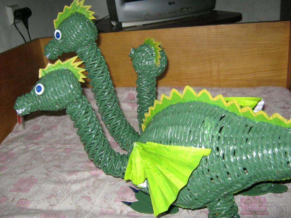Динозавр из пластиковых бутылок своими руками 23
