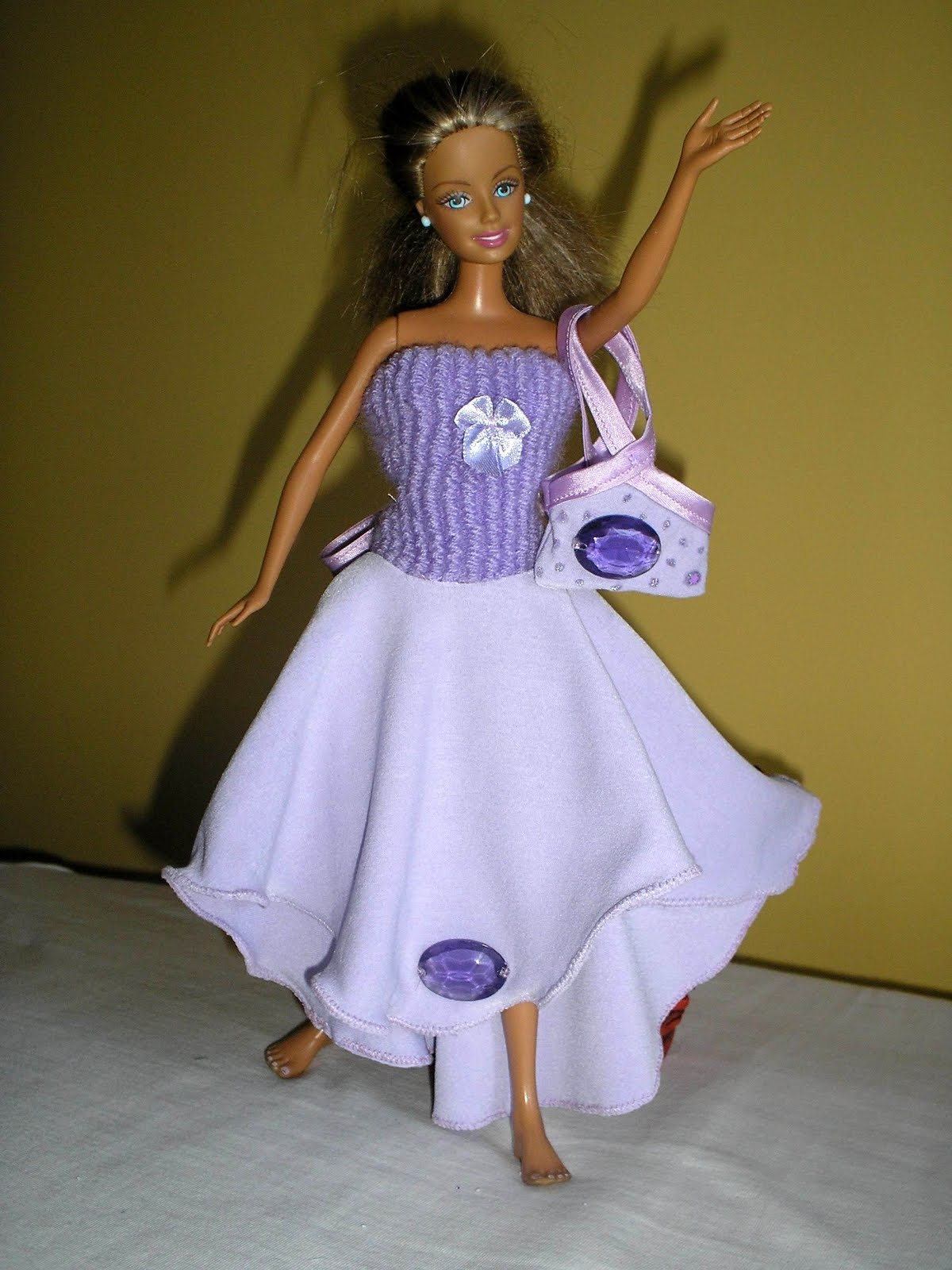 Как из ткани сделать платье для куклы своими руками из ткани 10
