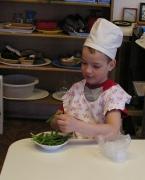 Как приучить ребенка к домашней работе
