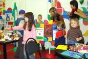 Нужно ли отдавать малыша в детский сад
