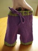 Как связать шерстяные штанишки для новорожденного ребенка