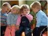 Как научить ребенка общению с другими детьми